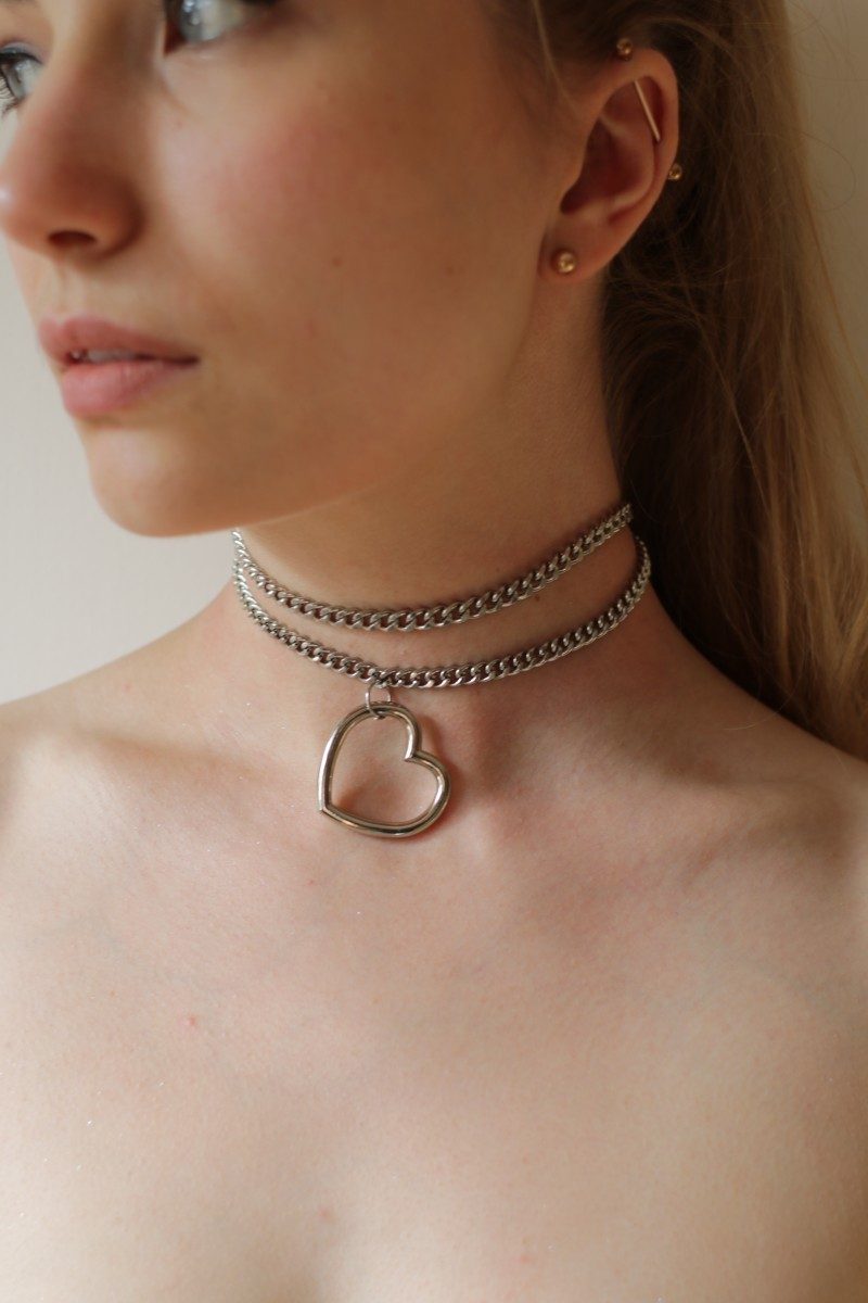 Dangle heart ring collar on thick chain